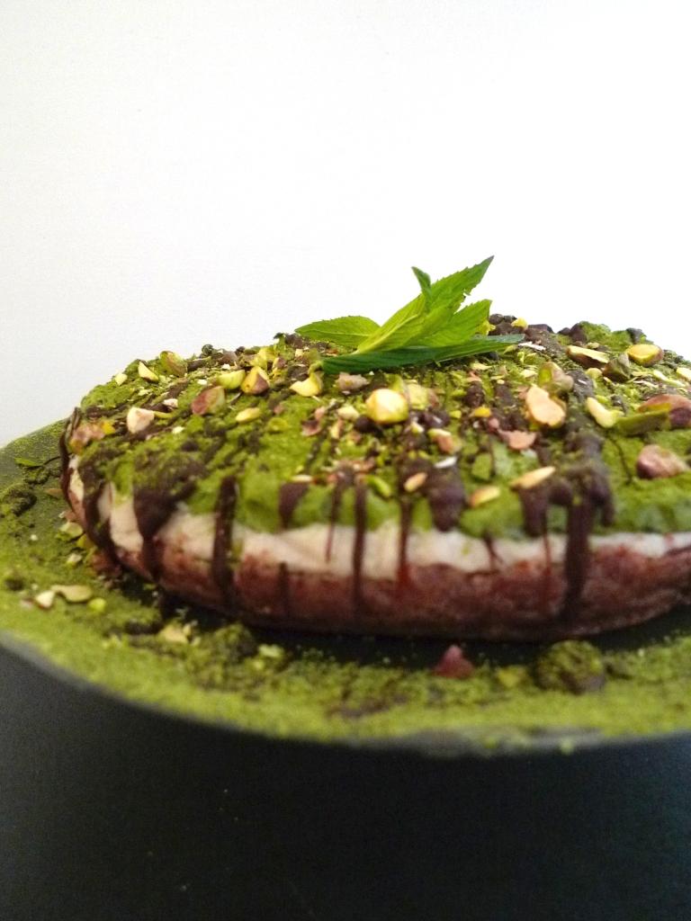 charlotte eats raw matcha mint chocolate 'cheesecake'